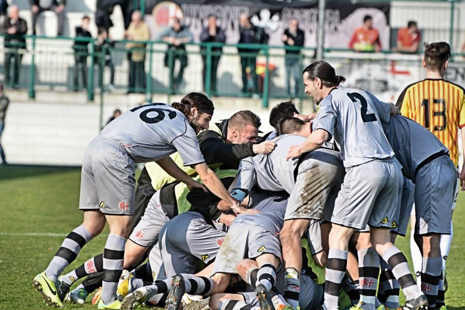 Alessadria - Bassano 2-1 09-03-014 - Marconi festeggiato dopo il gol