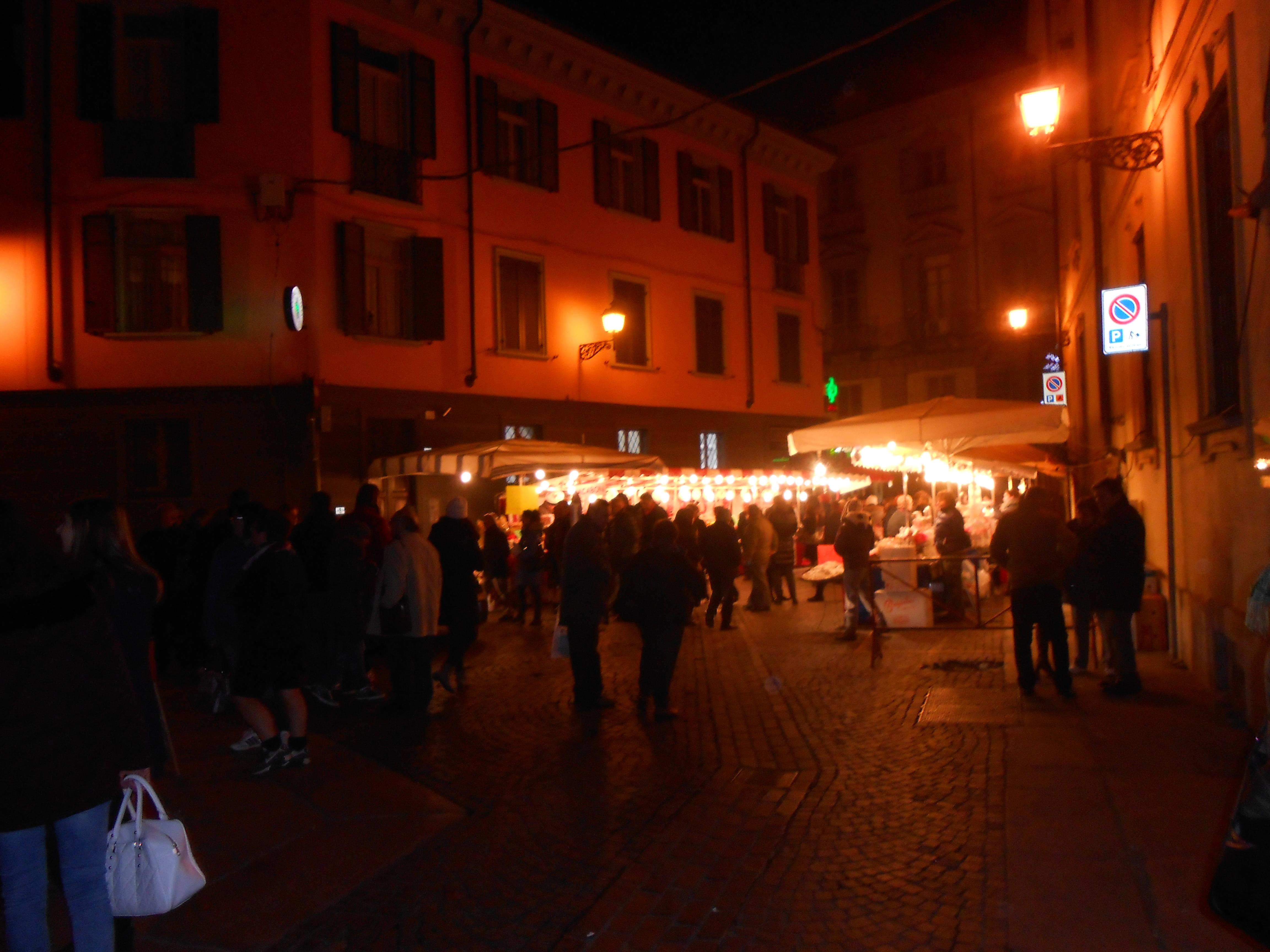 Piazzetta S. Lucia con le bancarelle dei lacabòn - 13 dicembre 2014