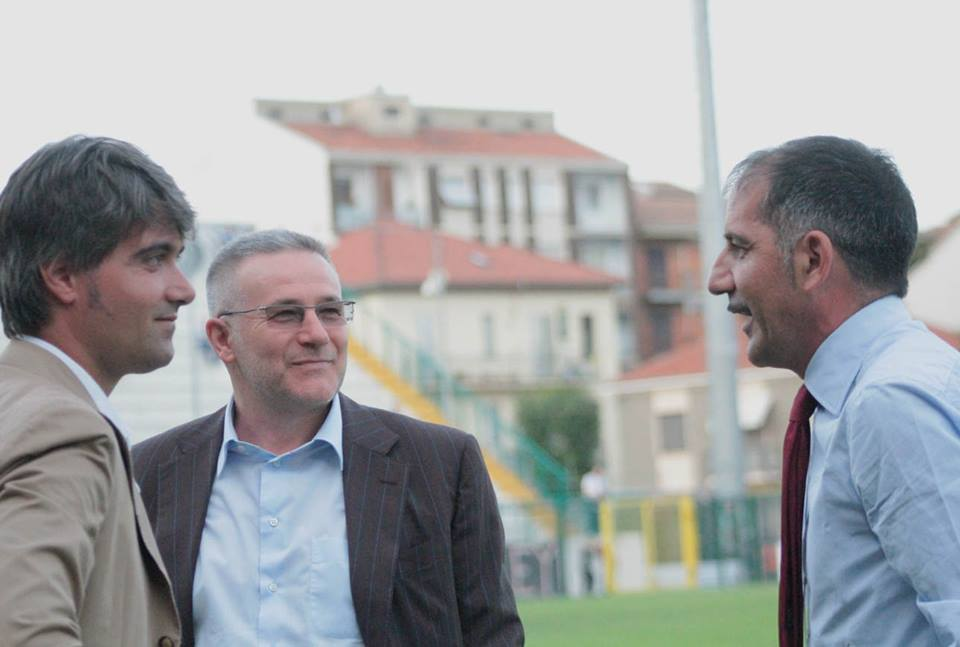 Il presidente Di Masi, il direttore sportivo Magalini a colloquio con un'ex bandiera dei grigi, Sasà Avallone