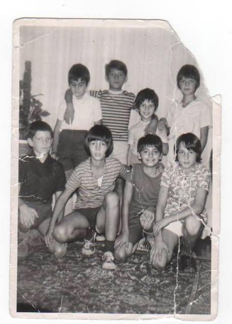 Da sinistra in piedi: Roberto Canepale, Sergio Orfano, Robertino (figlio della lattaia), Massimo Pozzi. Accosciati da sinistra: Ivaldi Sergio (io), Angelo Zamboni, Massimo Trivellato, Marcello Bianchi.