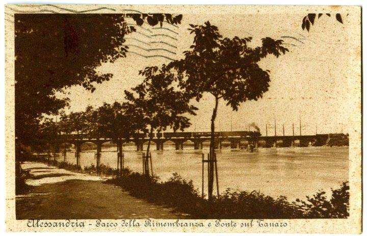 Il 4 Novembre 1931 venne inaugurato il Parco della Rimembranza sulla riva destra del fiume Tanaro.