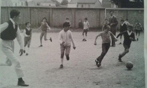 Noi ragazzi degli orti……e questa….la partita a pallone dal prete….notate l'abbigliamento e le scarpe. ..!!!!!