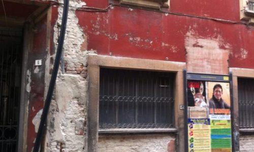 Palazzo del Comune (Palazzo Rosso) uscendo dalla Galleria Guerci