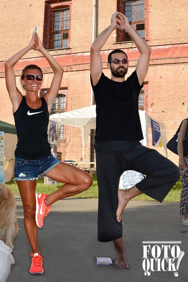 Valeria Straneo in Cittadella a lezioni di yoga - Settembre 2014