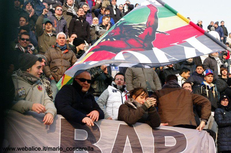 la curva nord durante Alessandria-Bassano 17-02-013