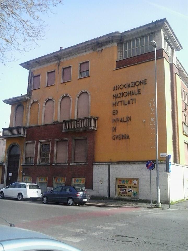 Ex Casa del Mutilato con dentro ancora pregevoli opere. Da anni chiusa e con futuro incerto!