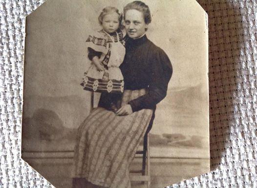 Questa invece è la mia Bisnonna materna con in braccio mia Nonna , Alessandria 1909
