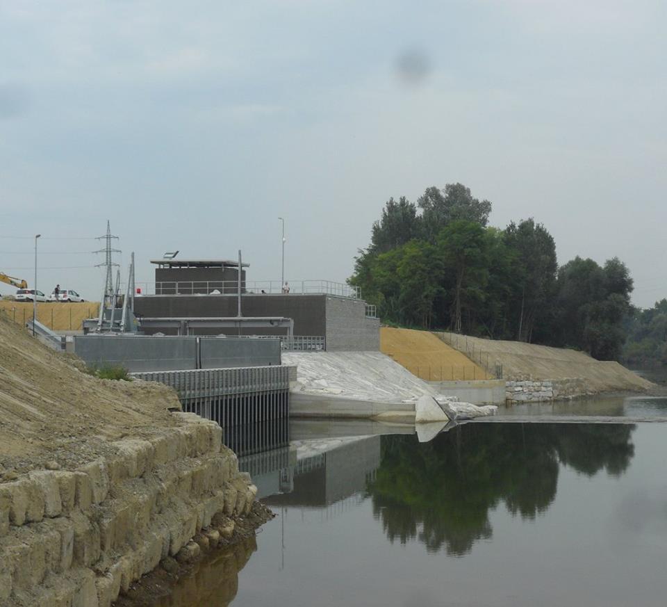 Vi sarà capitato, passando sul ponte Bormida, di vedere una nuova costruzione, sulla riva del fiume. E' una centrale idroelettrica, che produrrà energia per 3 milioni di chilowatt ora all'anno (pari al consumo di 3 mila famiglie). E, da qualche giorno, è attiva