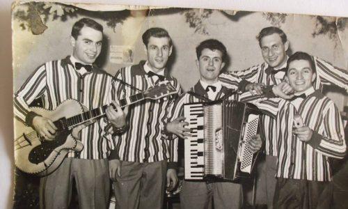 """Primissimi anni '60. Complesso """"Gli Zenit di Pio Baio). Da Sinistra, Luciano Regalzi (Chitarra), Tamarindo (Batteria), Torello (Fisa), Giacinto Pesce (Voce) e dietro Pio Baio (Pianoforte)."""