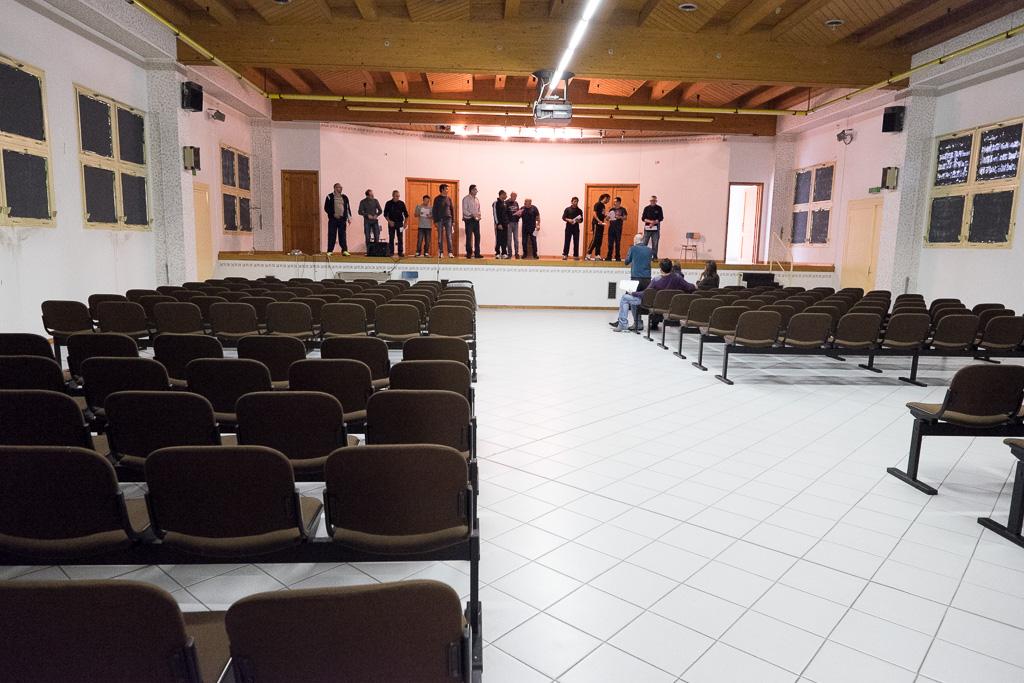 Il teatro è il luogo dove vengono svolte attività ricreative e didattiche con i detenuti, anche grazie all'impegno di operatori e volontari