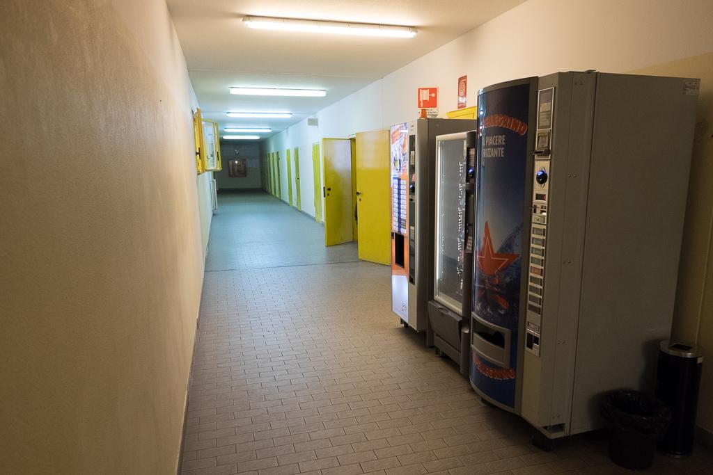 Le macchine per la distruzione di bevande e piccoli spuntini, a disposizione del personale di sorveglianza e degli operatori