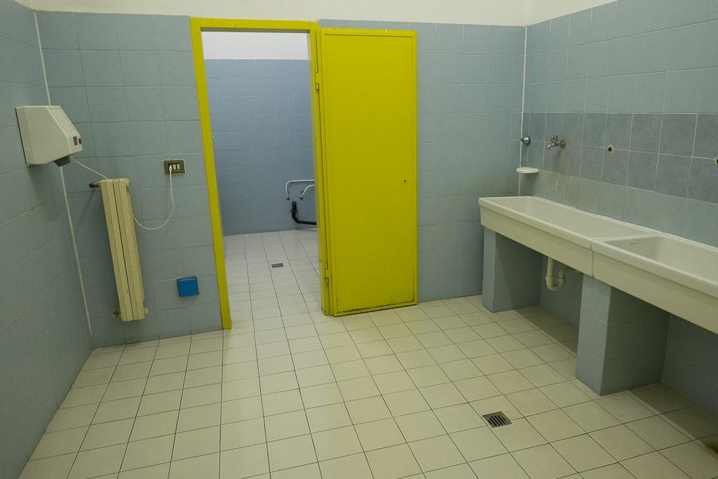 Gli spazi dedicati ai bagni e alle docce.
