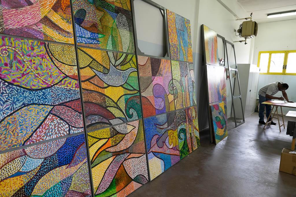 Il grande, coloratissimo, pannello una volta ultimato sarà posto nell'atrio della facoltà di Scienze MFN nella sede dell'Università Amedeo Avogadro di Alessandria
