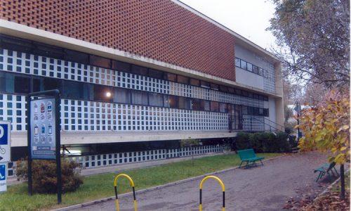 Il Dispensario Antitubercolare, costruito nel 1938 dall'architetto Ignazio Gardella è oggi la sede degli ambulatori della A.S.L.