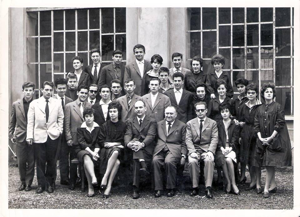 Istituto Magistrale. A.S.1960-61 Classe 3^ C. in prima fila proff. Pesce (filosofia) Lozza (italiano e storia) Boccalatte (chimica e scienze).