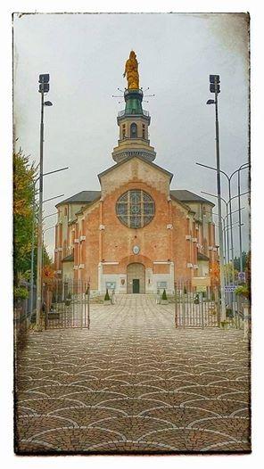 Tortona - La Cattedrale con la caratteristica statua della Madonna (foto Guido Boaretto)