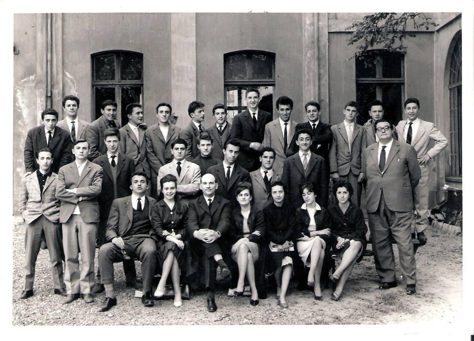 Istituto Magistrale A.S. 1959-60 Classe 2^ C. A dx prof. Pollarolo (francese) al centro prof. Pesce (filosofia)