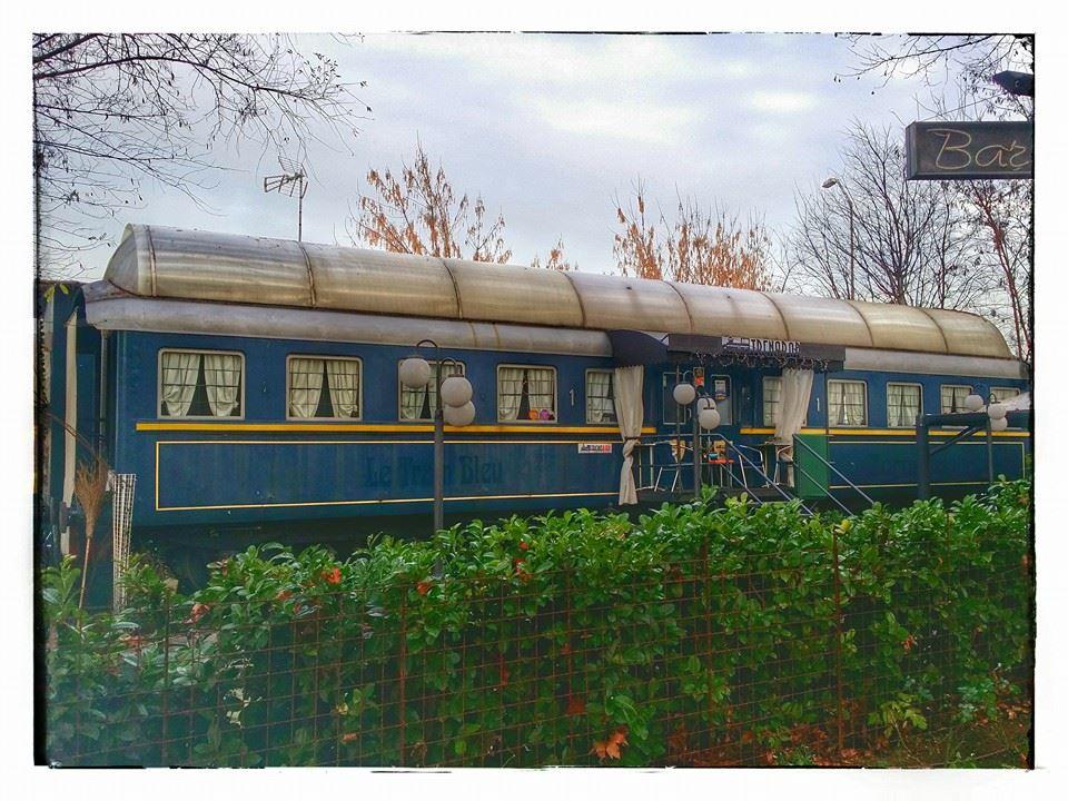 Vagone ferroviario attrezzato a bar nei pressi del Palasport di Alessandria