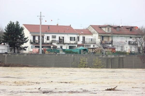 La situazione del fiume Tanaro all'altezza del ponte Forlanini