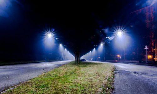 Via S. Giovanni Bosco – Alessandria. Di notte lungo i viali.