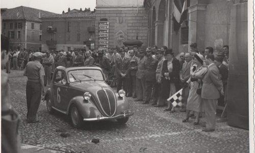 Coppa Oro: foto scattata in piazza san Martino, ora piazza Carducci