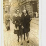 Rossana Massa – La mia mamma in Piazzetta della Lega, è la bruna a destra.