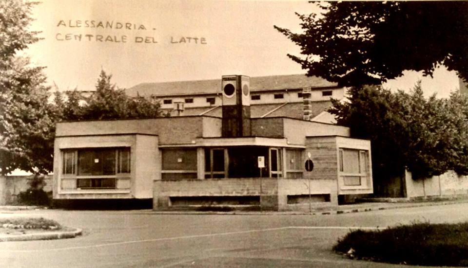 Alessandria la centrale del latte in v. Massobrio. .scomparsa per lasciare il posto a un centro commerciale. ..