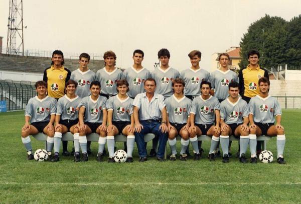 1987-88. Calzettoni grigi