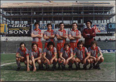 1976-77 e 1977-78. I grigi indossano una maglia simile al Monza dell'epoca. Qui vediamo la prima e la seconda maglia.