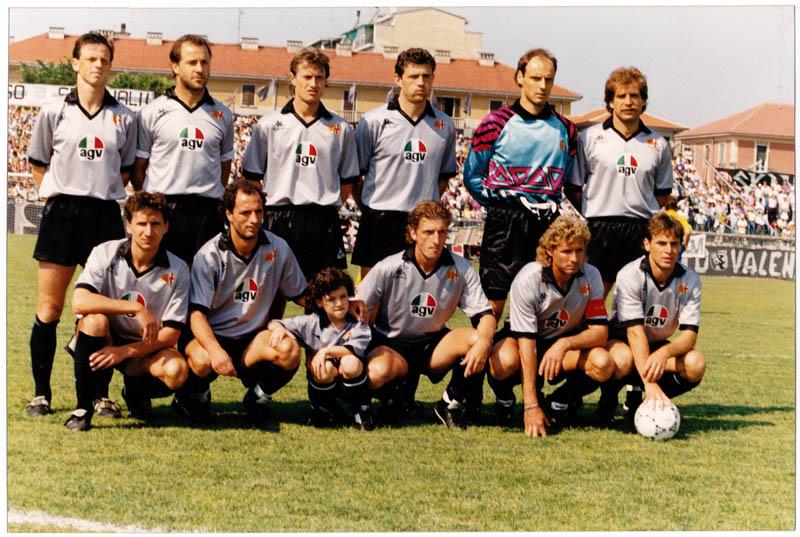divisa per gli anni 1990-91 e 1991-92