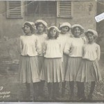 FOTOGRAFIA DI GRUPPO DONNE BAMBINI RAGAZZE FOTOGRAFO CARLO PAVESIO ALESSANDRIA 1911
