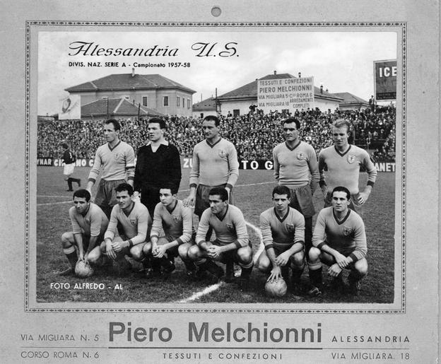 Pubblicità Melchionni stagione 1957-'58. In piedi da sinistra Pedroni, Nobili, Boniardi, Traverso, Tagnin. Accosciati Castaldo, Giacomazzi, Vitali, Manenti, Marcellini, Savioni.