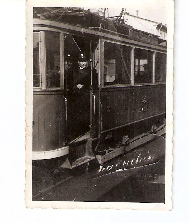 Tram inAlessandria. E' precedente al 1946 perché sulla tabella c'è scritto Piazza V. Emanuele.