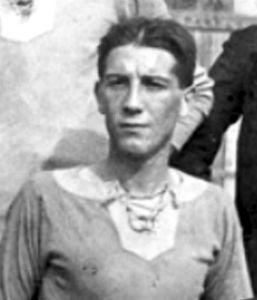 Emilio Moretti nasce ad Alessandria il 4 aprile 1896. Gioca in Grigio ininterrottamente dal 1912 al 1921, salvo una parentesi nel Torino.