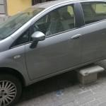 """Parcheggio """"originale"""" in via Milano (maggio 2015)"""