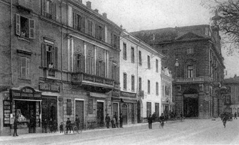 Piazza della Libertà – Una delle tante banche alessandrine doc ai primi del '900