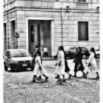 Attenzione, attraversamento suore!!!  Piazza della Libertà angolo via Dante