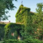 La chiesetta (XV sec.) della tenuta Grattarola si trova nella piana di San Michele nei pressi di Quargnento, Alessandria.