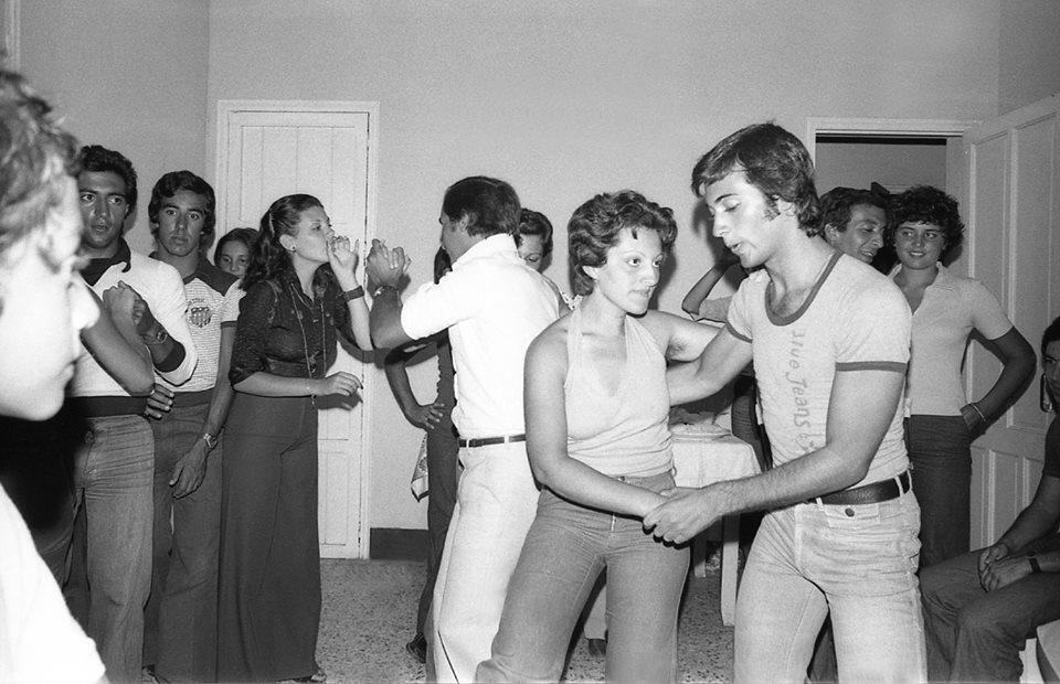 Noi che... aspettavamo la domenica pomeriggio per andare a ballare a casa di un amico che organizzava una festa ...