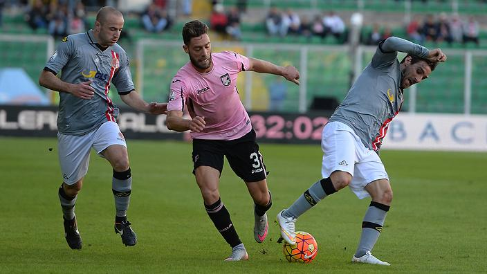 Andrea Rispoli of US Citta di Palermo (C)  in action during the TIM Cup match between US Citta di Palermo and US Alessandria at Stadio Renzo Barbera on December 2, 2015 in Palermo, Italy.