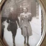 Cristina Mantelli –  Eleganza in Piazzetta della Lega, mia Nonna Vera (a sin) e la sorella Sonia