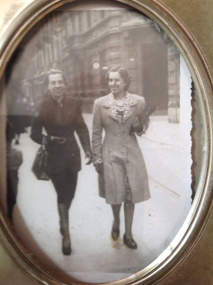 Cristina Mantelli Eleganza in Piazzetta della Lega, mia Nonna Vera (a sin) e la sorella Sonia