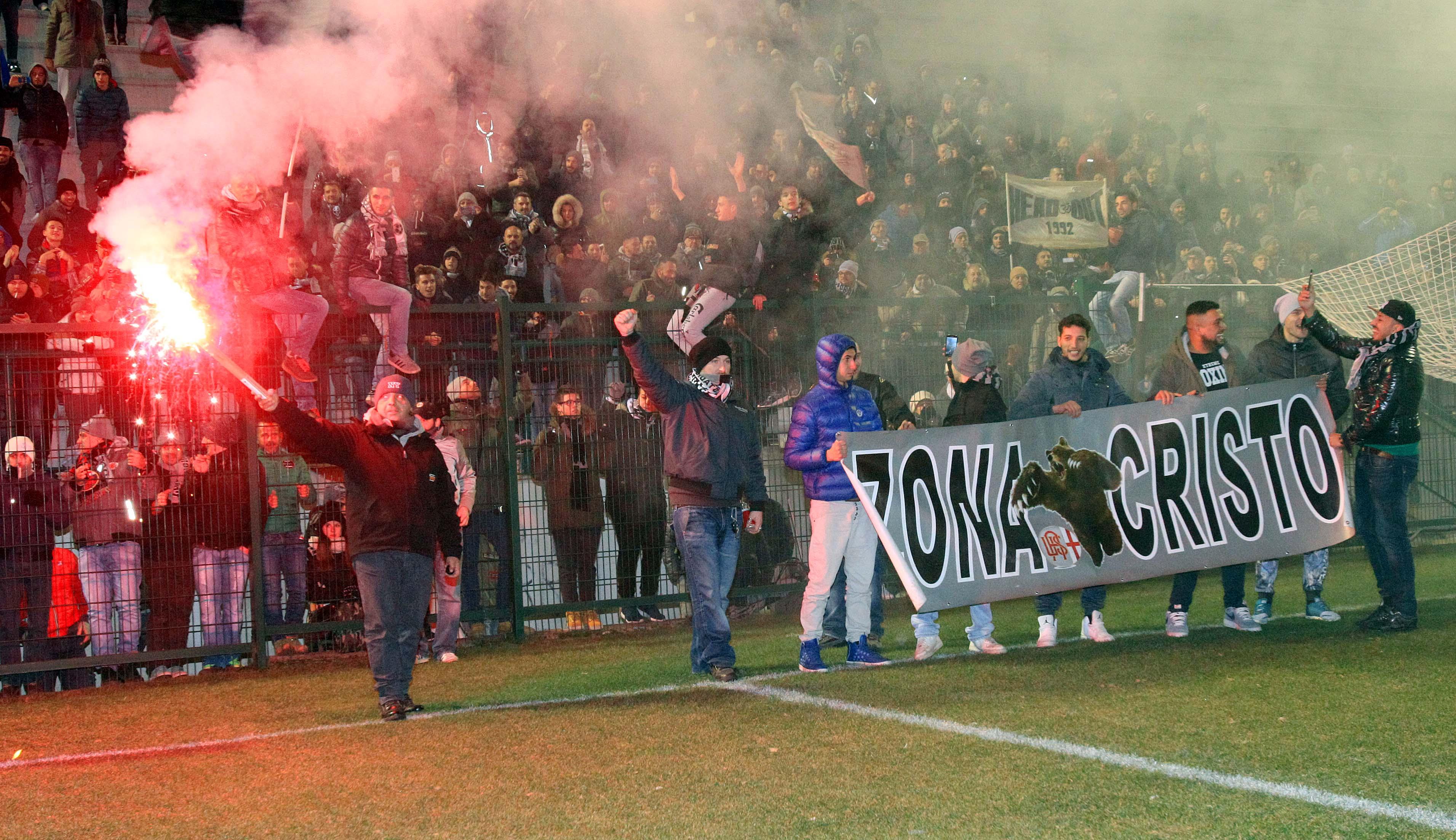 Alessandria, Spezia-Grigi - tifosi in festa (b. 63) Immagine Spezia-Grigi festa stadio021.JPG da dimafoal host ALE2 @autore FEDCAS