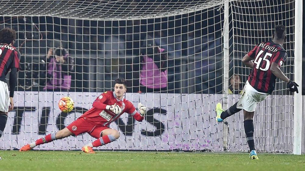 Il rigore segnato da Balotelli che ha deciso la gara di andata tra Alessandria e Milan giocata a Torino