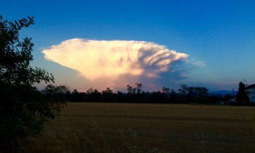 Una spettacolare e inquietante nuvola fotografata nei pressi di Alessandria – 17/08/2016