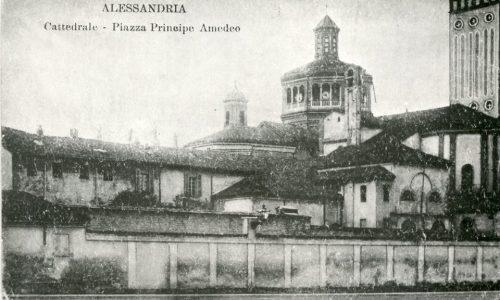 Retro Duomo, con Abside evidente da Piazza Principe Amedeo, oggi Vittorio Veneto.