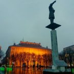 Piazza della Libertà in una giornata di pioggia