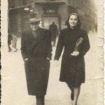 Piazzetta della Lega, 1946. Mamma, papà e …il Borsalino. foto Rosella Perfumo